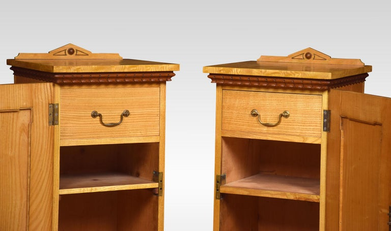 Pair of Figured Ash Bedside Cabinets In Good Condition For Sale In Cheshire, GB