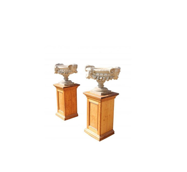 Pair of Fine 19th Century Italian Marble Tazza Urns In Fair Condition For Sale In Wormelow, Herefordshire