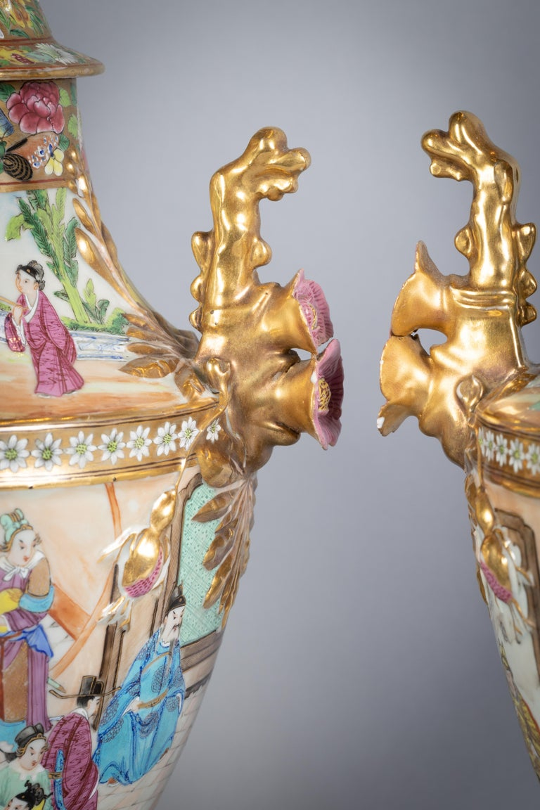 Porcelain Pair of Fine Chinese Mandarin Palette Lamps, circa 1820 For Sale