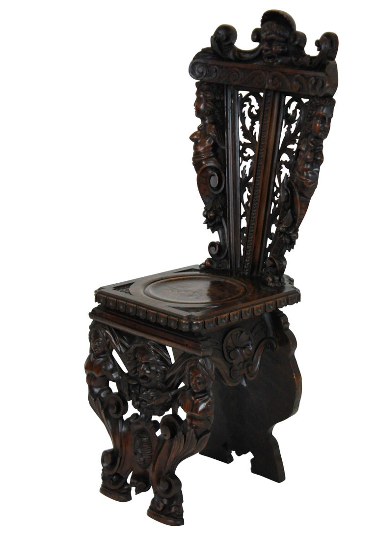 Pair of Fine Italian Renaissance Walnut Hall Chairs In Good Condition For Sale In London, GB
