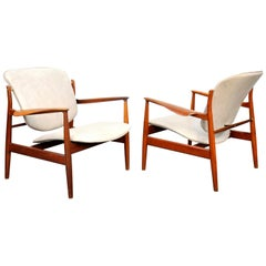 Pair of Finn Juhl FD 136 Teak and Grey Leather Lounge Chairs