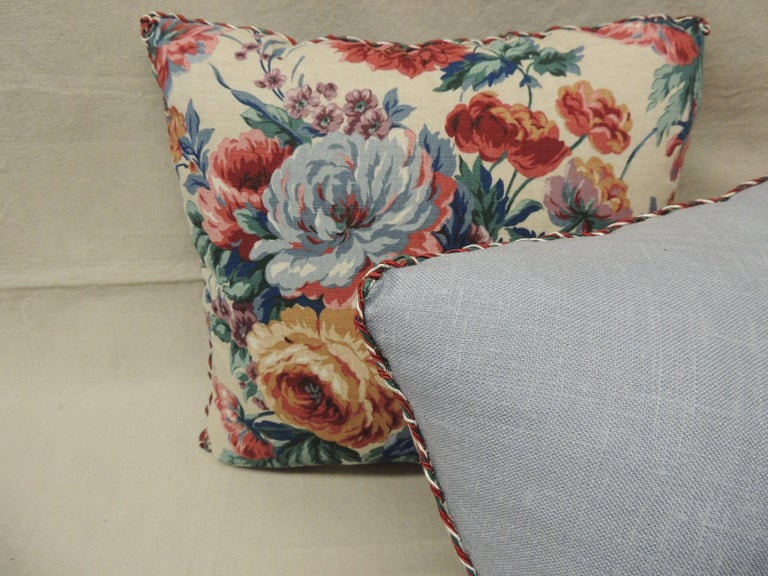 Pair of Floral Orange and Red Cabbage Roses Linen Decorative Pillows In Good Condition For Sale In Wilton Manors, FL