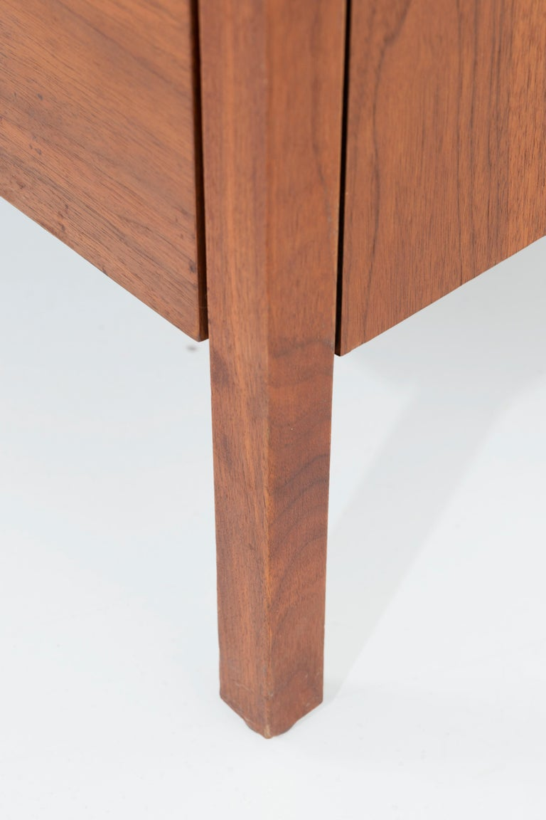 Pair of Florence Knoll 4-Drawer Dressers For Sale 4