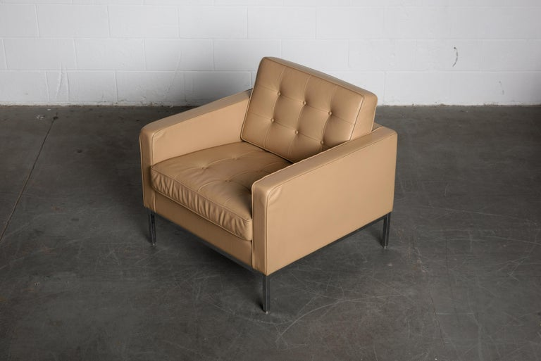 Pair of Florence Knoll Leather Lounge Chairs for Knoll Studio, Signed  For Sale 4