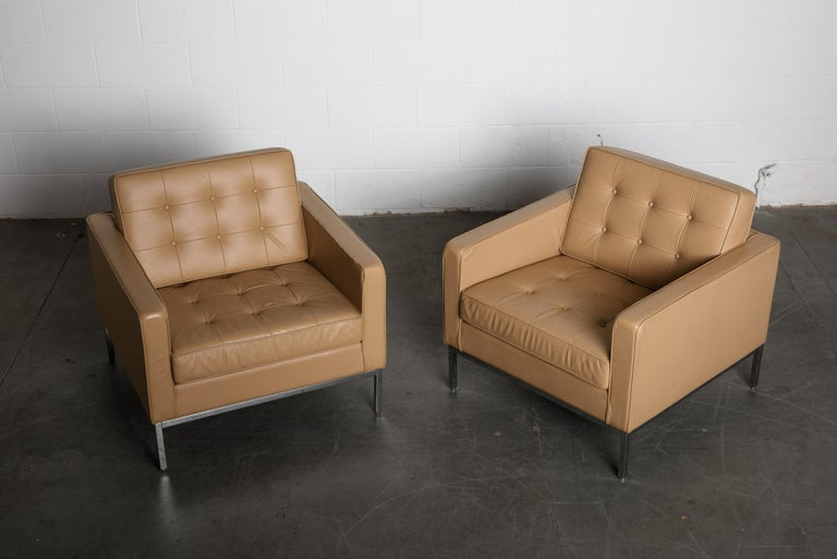 Mid-Century Modern Pair of Florence Knoll Leather Lounge Chairs for Knoll Studio, Signed  For Sale