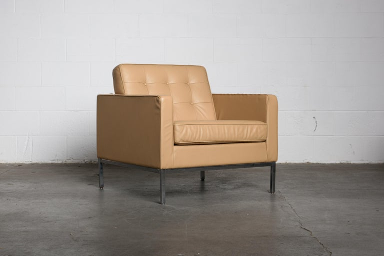Pair of Florence Knoll Leather Lounge Chairs for Knoll Studio, Signed  In Good Condition For Sale In Los Angeles, CA