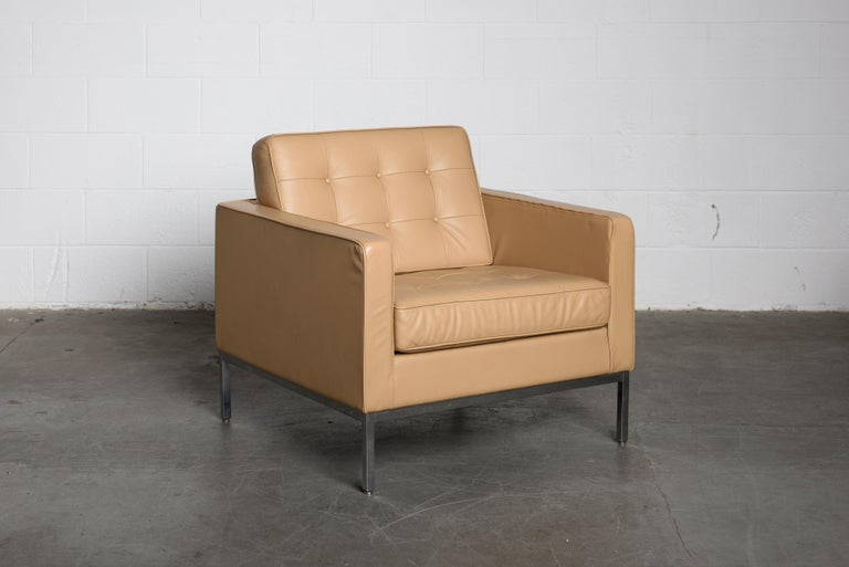Contemporary Pair of Florence Knoll Leather Lounge Chairs for Knoll Studio, Signed  For Sale