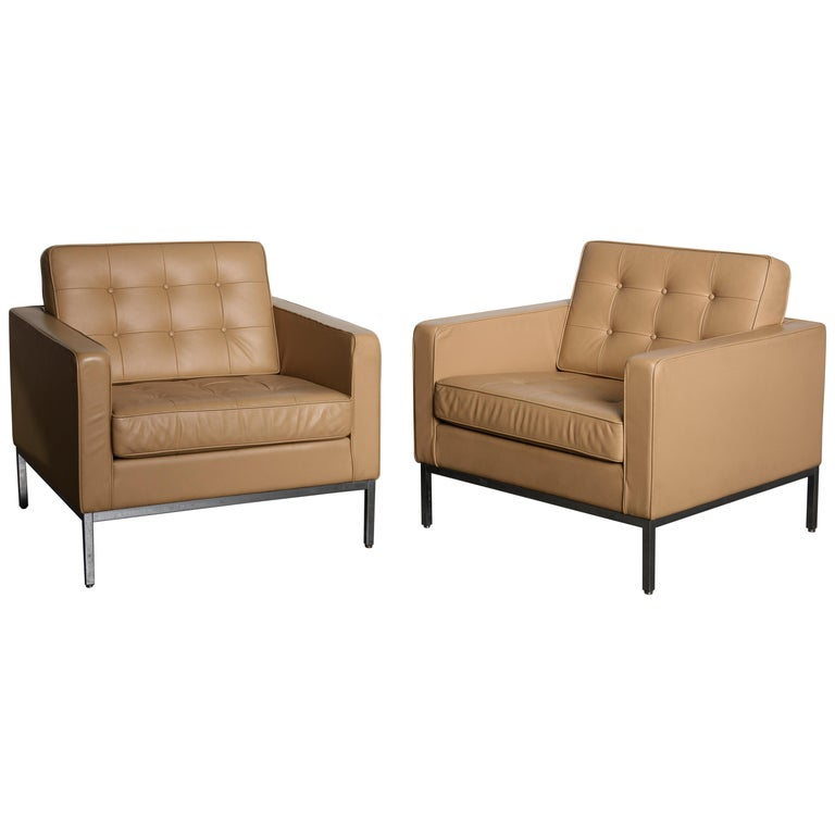 Pair of Florence Knoll Leather Lounge Chairs for Knoll Studio, Signed  For Sale
