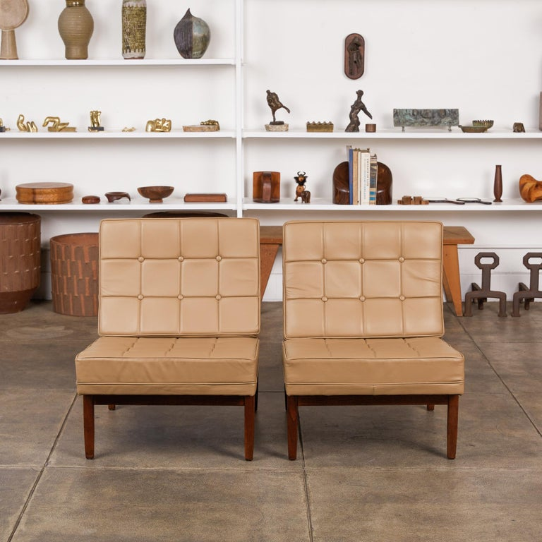 Mid-Century Modern Pair of Florence Knoll Leather Lounge Chairs For Sale