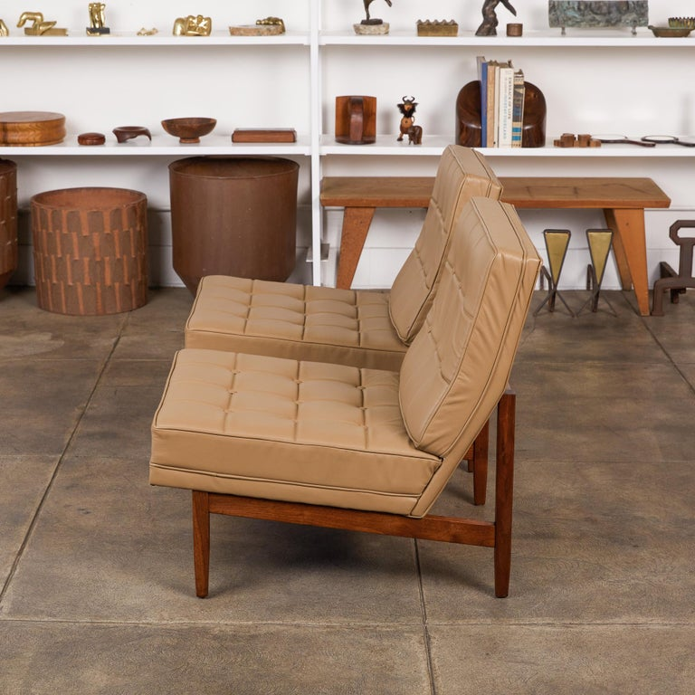 Pair of Florence Knoll Leather Lounge Chairs In Excellent Condition For Sale In Los Angeles, CA