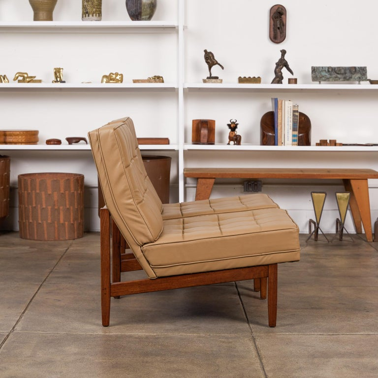 Mid-20th Century Pair of Florence Knoll Leather Lounge Chairs For Sale