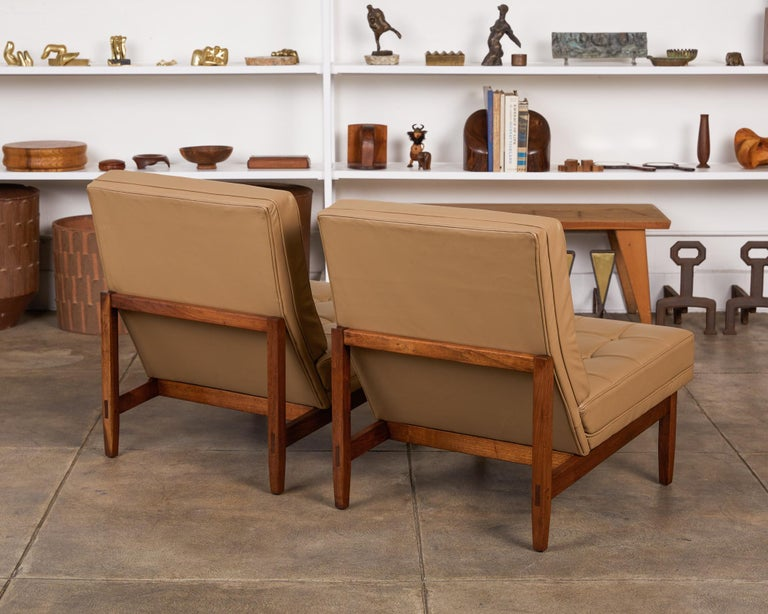 Pair of Florence Knoll Leather Lounge Chairs For Sale 1