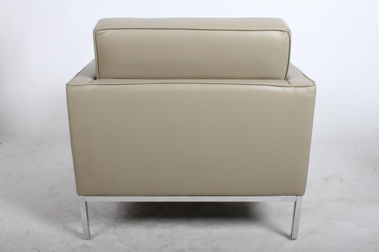 Pair of Florence Knoll Leather Lounge Chairs For Sale 3