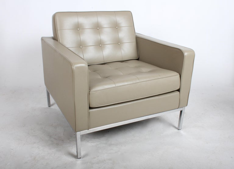 American Pair of Florence Knoll Leather Lounge Chairs For Sale