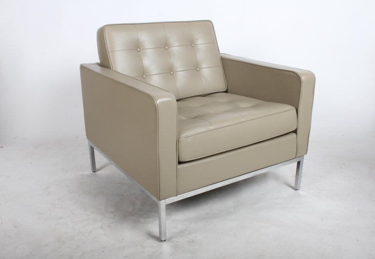 Pair of Florence Knoll Leather Lounge Chairs In Good Condition For Sale In St. Louis, MO