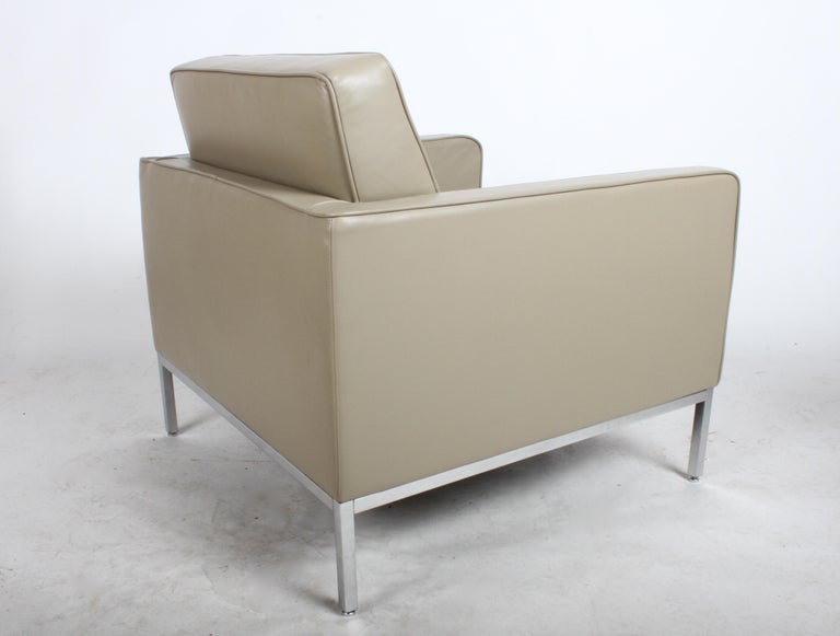 Chrome Pair of Florence Knoll Leather Lounge Chairs For Sale