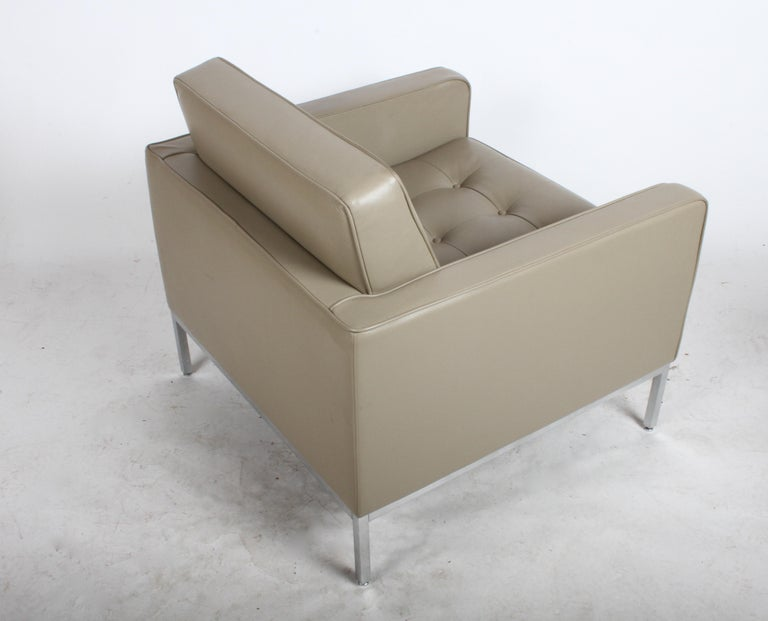 Pair of Florence Knoll Leather Lounge Chairs For Sale 2