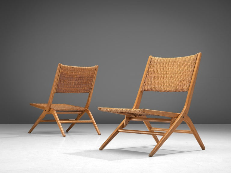 Mid-Century Modern Pair of Folding Woven Slipper Chairs in Beech For Sale