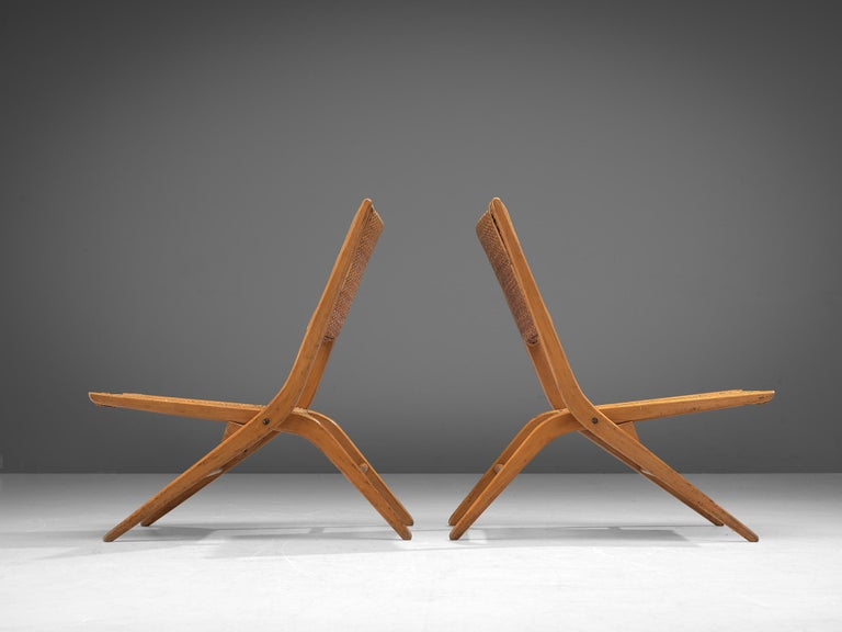 French Pair of Folding Woven Slipper Chairs in Beech For Sale