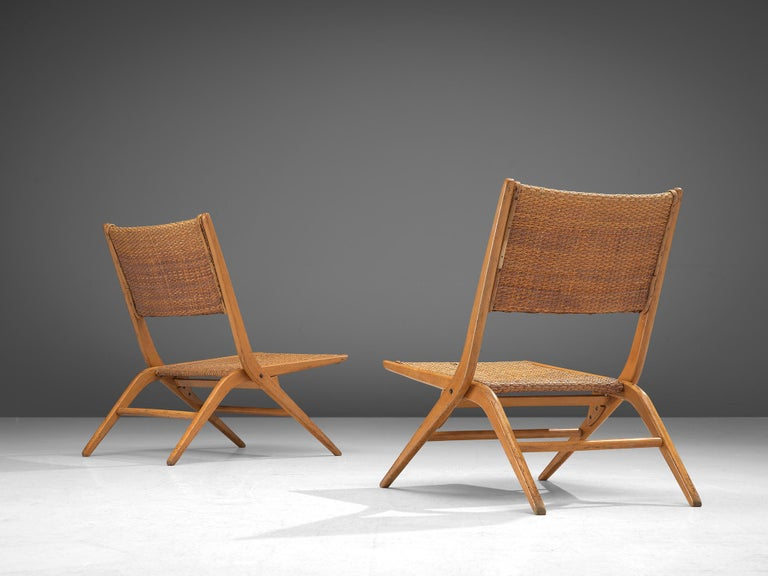 Pair of Folding Woven Slipper Chairs in Beech In Good Condition For Sale In Waalwijk, NL