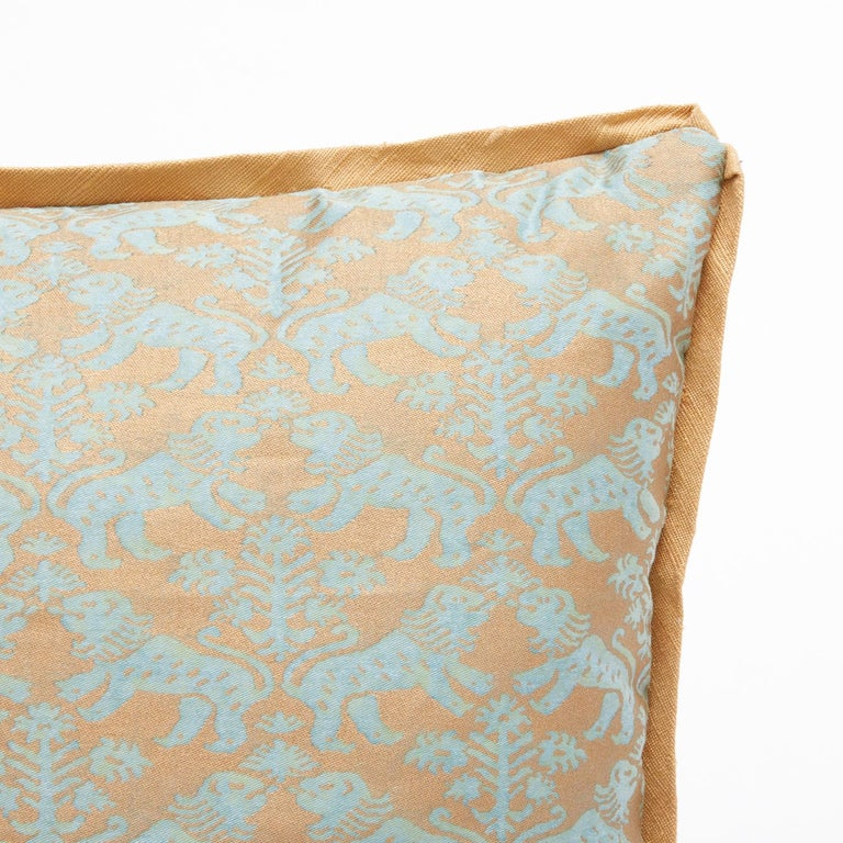 Pair of Fortuny Fabric Cushions in the Richelieu Pattern In New Condition For Sale In New York, NY