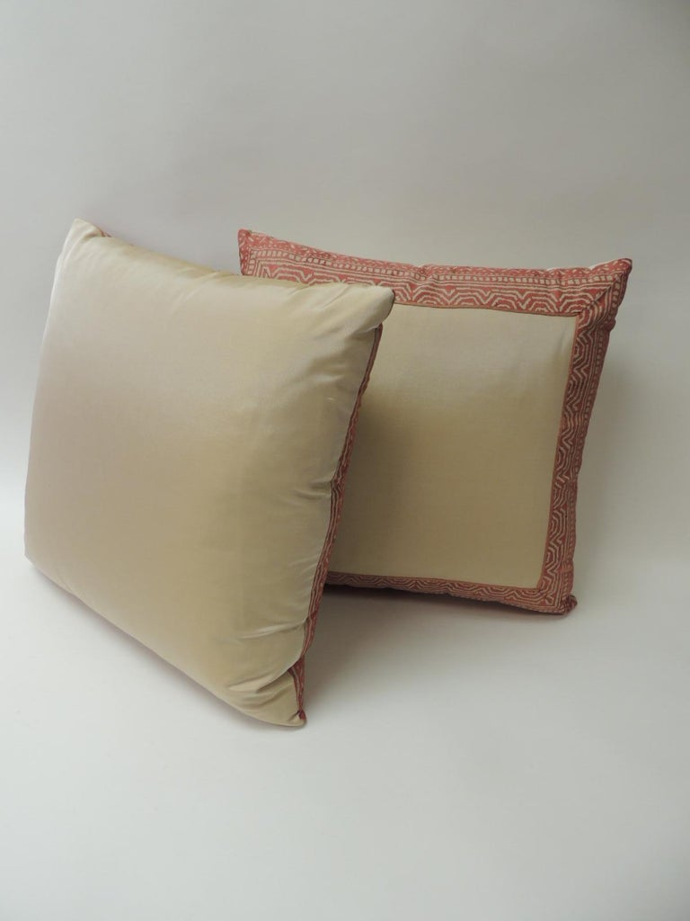 Pair of Fortuny Pink Tapa Border Decorative Pillows In Good Condition For Sale In Wilton Manors, FL