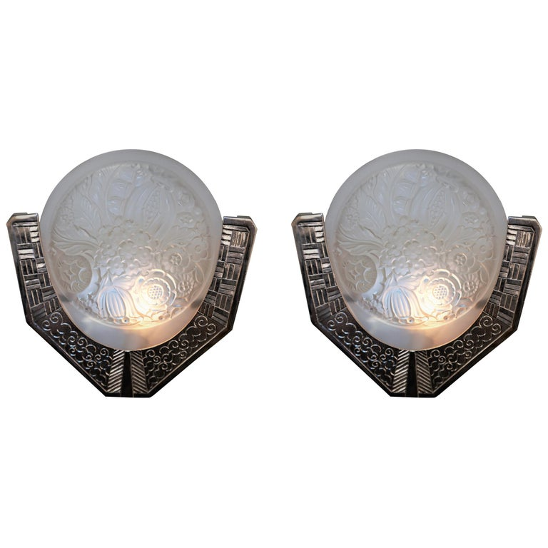 Pair of French 1920s Art Deco Wall Sconces For Sale