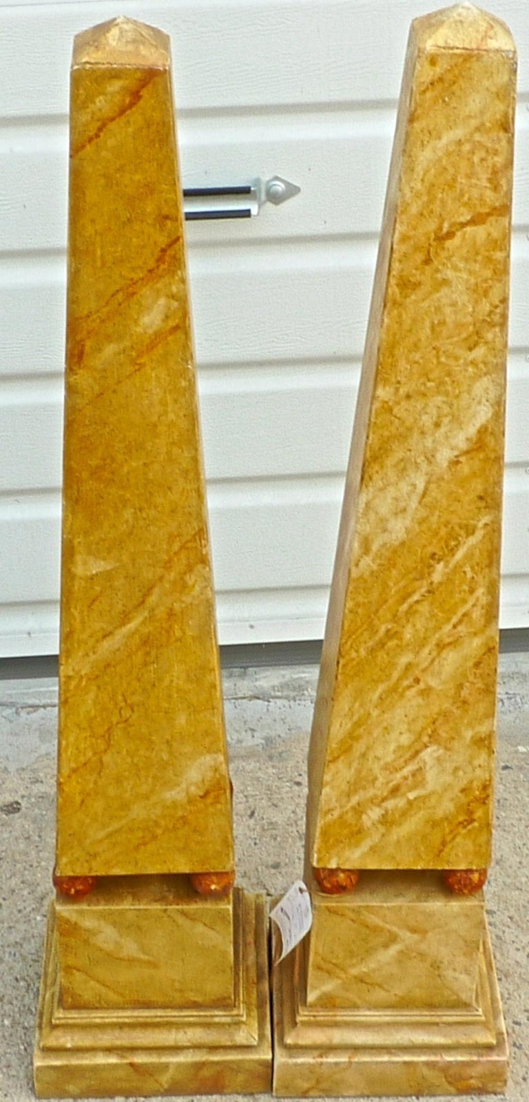 20th Century Pair of French 1970s Painted Wood Obelisks For Sale