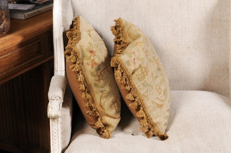 Pair of French 19th Century Aubusson Woven Tapestry Pillow with Floral Décor For Sale 5