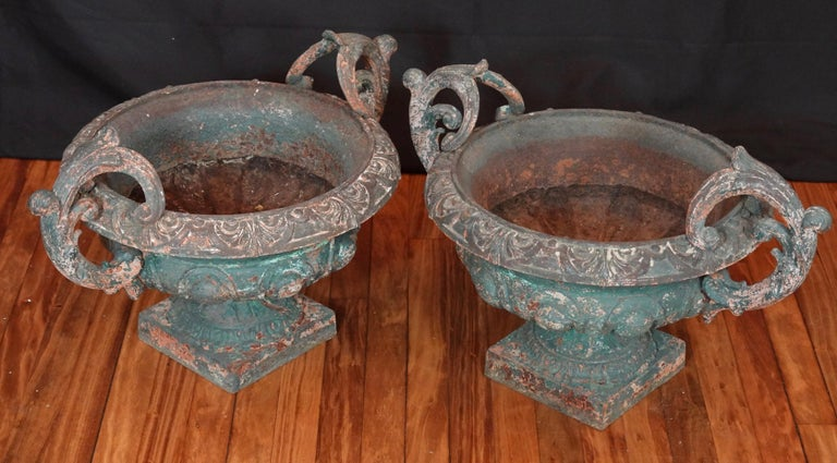 Pair of French 19th Century Cast Iron Garden Urns with Handles In Good Condition For Sale In Charleston, SC