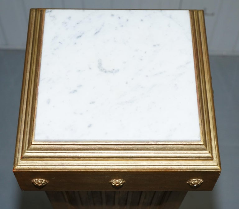 Pair of French 19th Century Giltwood Louis XVI Carrara Marble Pedestal Columns For Sale 7