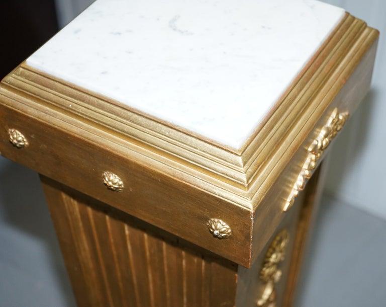 Pair of French 19th Century Giltwood Louis XVI Carrara Marble Pedestal Columns For Sale 8