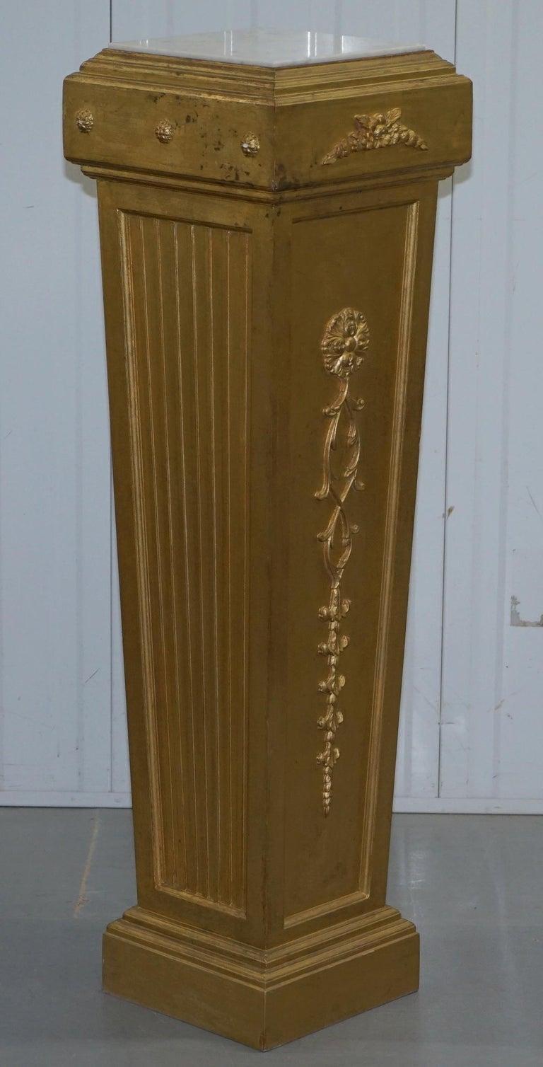 Pair of French 19th Century Giltwood Louis XVI Carrara Marble Pedestal Columns For Sale 9