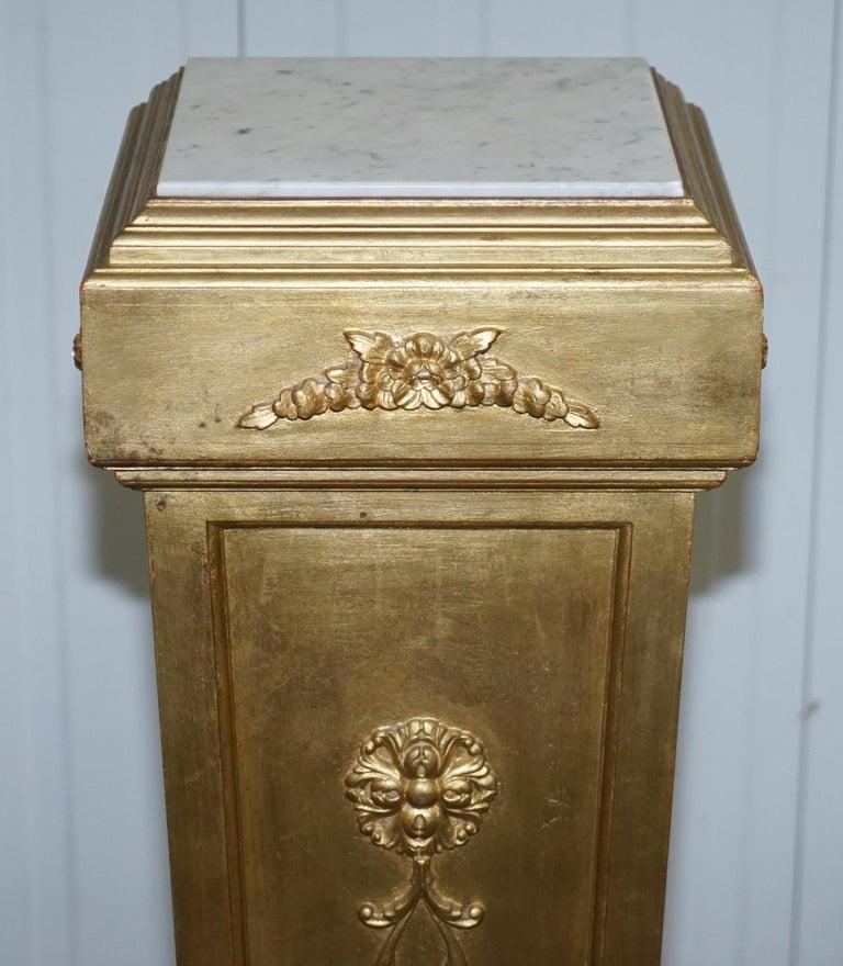 Pair of French 19th Century Giltwood Louis XVI Carrara Marble Pedestal Columns For Sale 12