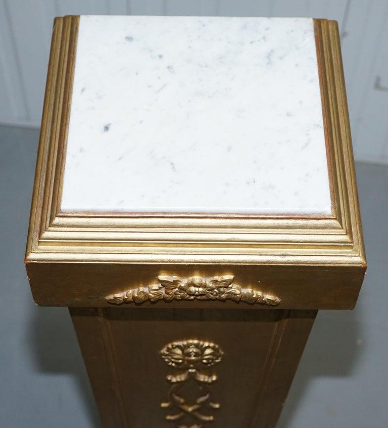 Pair of French 19th Century Giltwood Louis XVI Carrara Marble Pedestal Columns For Sale 13