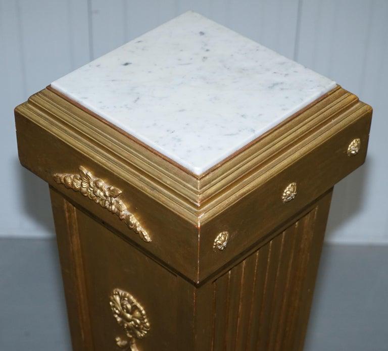 Pair of French 19th Century Giltwood Louis XVI Carrara Marble Pedestal Columns For Sale 15