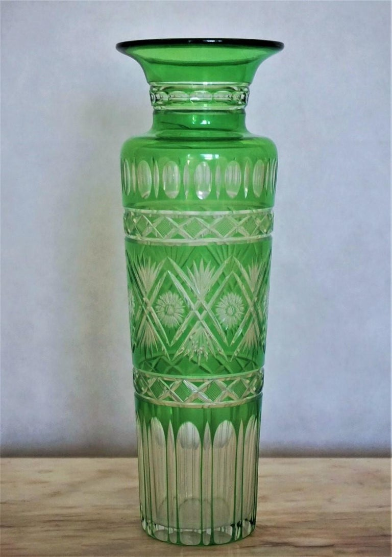 Pair of French Art Deco Crystal Vases Green Cut to Clear In Good Condition For Sale In Frankfurt am Main, DE