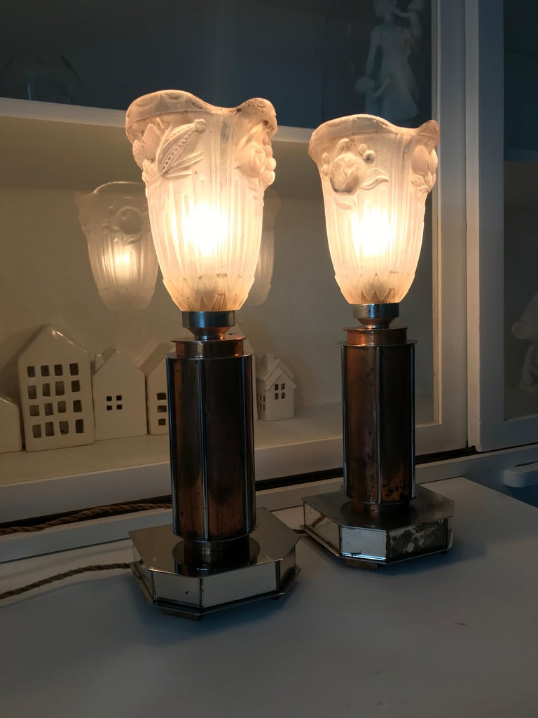 Pair of French Art Deco/Modernist Chrome & Copper Table Lamps with Glass Shades In Good Condition For Sale In Lisse, NL