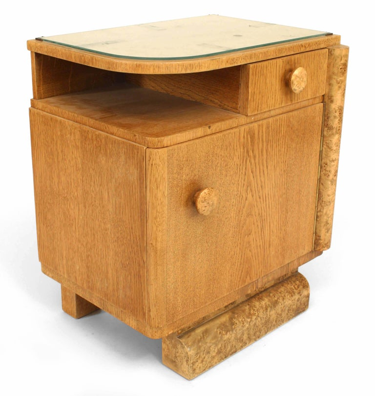 Mid-20th Century Pair of French Art Deco Oak and Burl Wood Nightstands For Sale