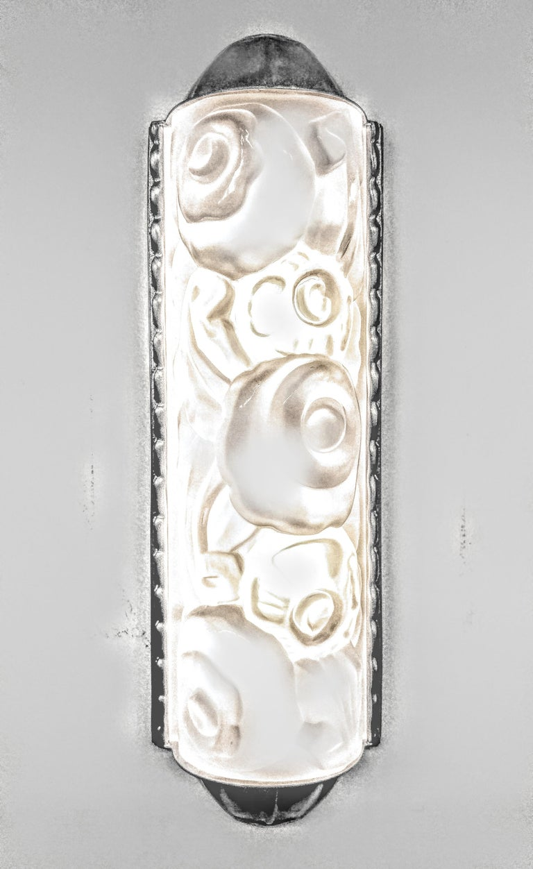 20th Century Pair of French Art Deco Wall Sconces by Genet et Michon For Sale