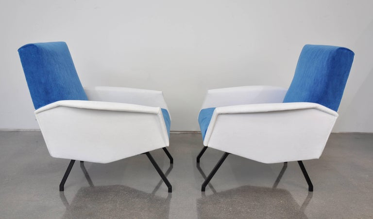 Mid-Century Modern Pair of French Blue and White Velvet Lounge Chairs For Sale
