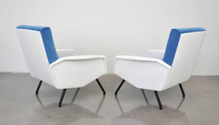 Mid-20th Century Pair of French Blue and White Velvet Lounge Chairs For Sale