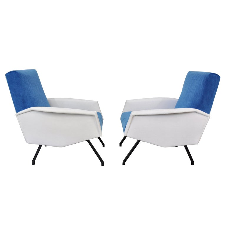 Pair of Mid-Century Velvet Lounge Chairs In Good Condition For Sale In Miami, FL
