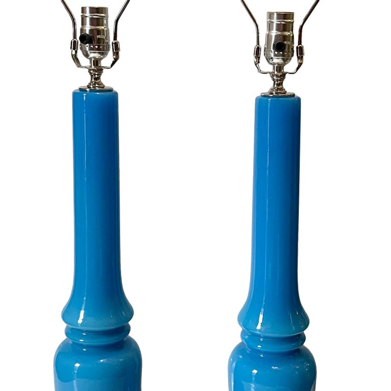 Pair of French Blue Glass Table Lamp In Good Condition For Sale In New York, NY