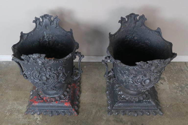 Early 20th Century Pair of French Cast Iron Garden Planters, circa 1900 For Sale