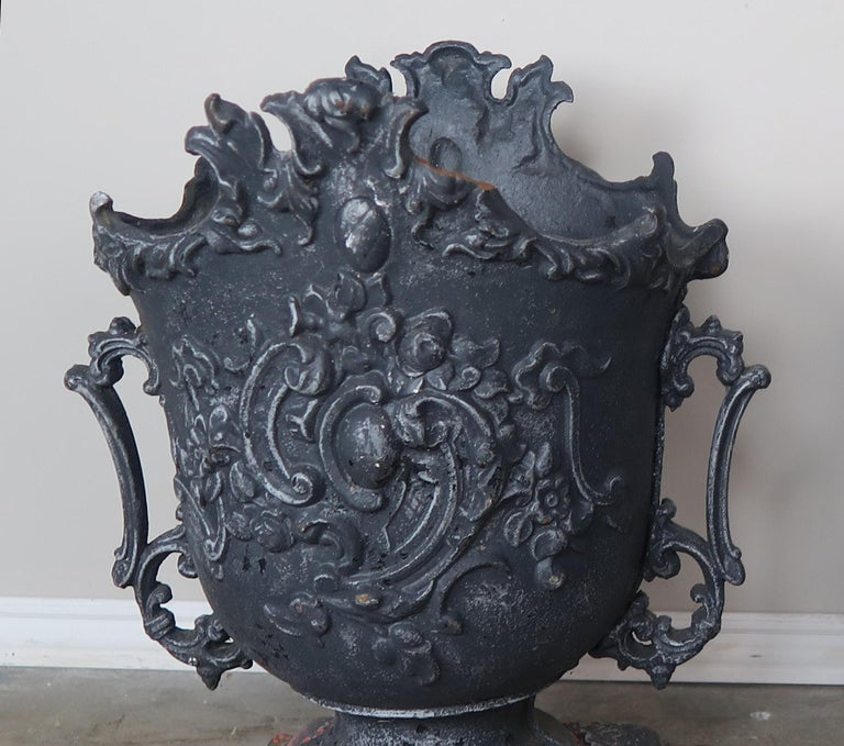 Pair of French Cast Iron Garden Planters, circa 1900 For Sale 1