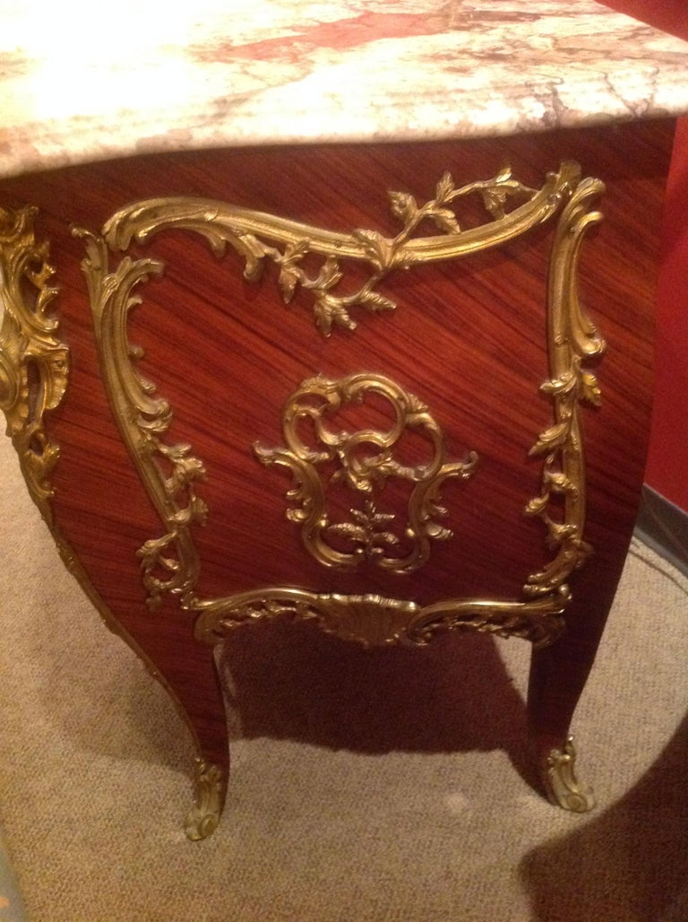 Pair of French Commodes Bombe' Form with Elaborate Bronze Mounts In Good Condition For Sale In Houston, TX