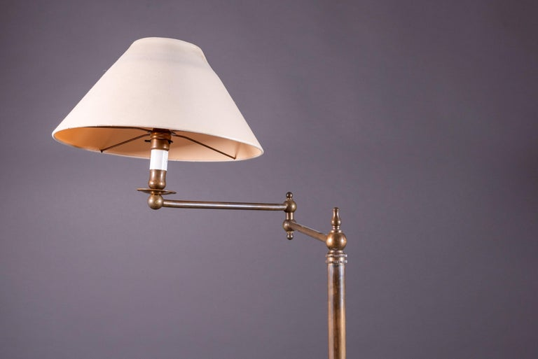Pair of French Floor Lamps in Golden Brass In Good Condition For Sale In Paris, FR