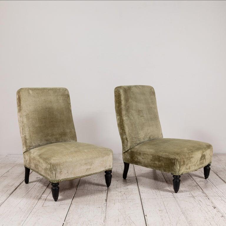 20th Century Pair of French Green Velvet Slipper Chairs For Sale