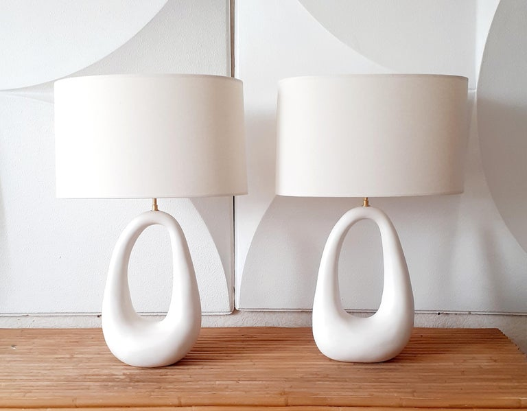 French white enameled ceramic lamps with linen shape, handmade by EF STUDIO, Paris. Brass structure. Very decorative freeform. Dimensions with shape 25.6 x 16.1 inch Dimension of the ceramic 15.3 x 9.8 inch.